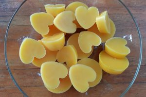 How to Prepare Beeswax for Home Use