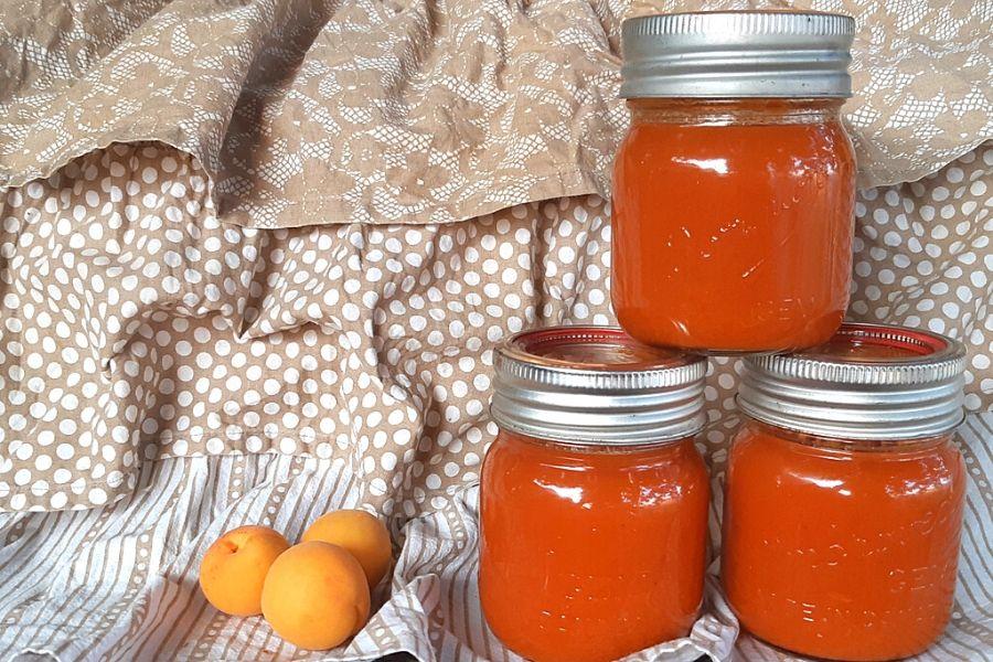 jars of preserved apricot jam