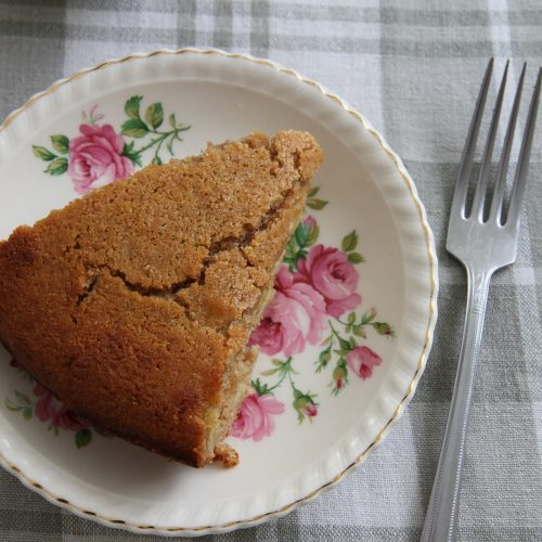 A whole wheat, honey and apple cake