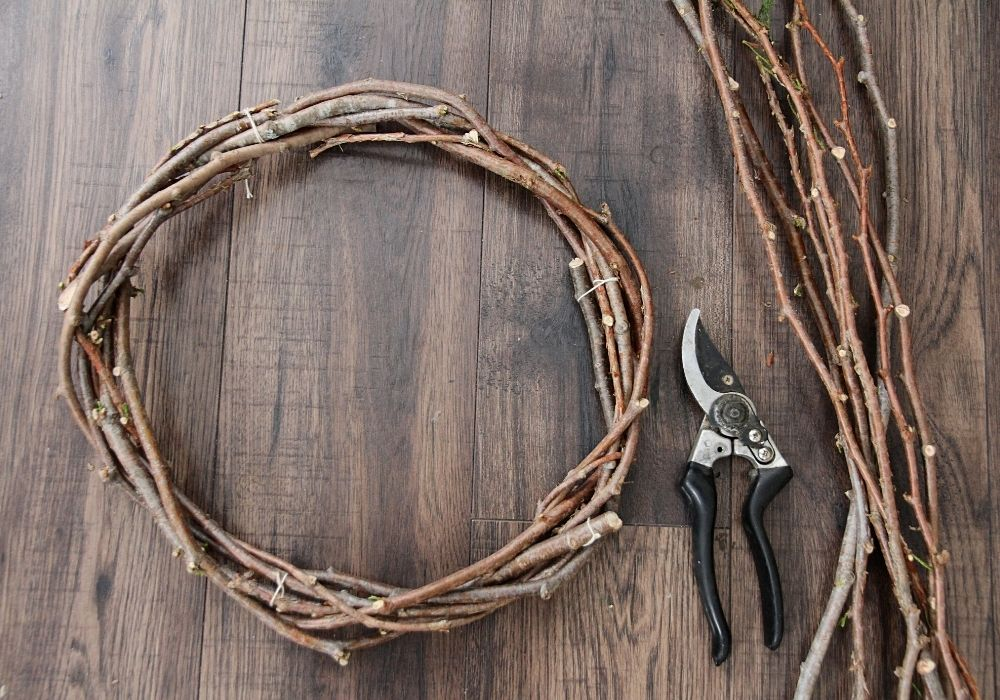 How to Make a Wreath Out of Branches