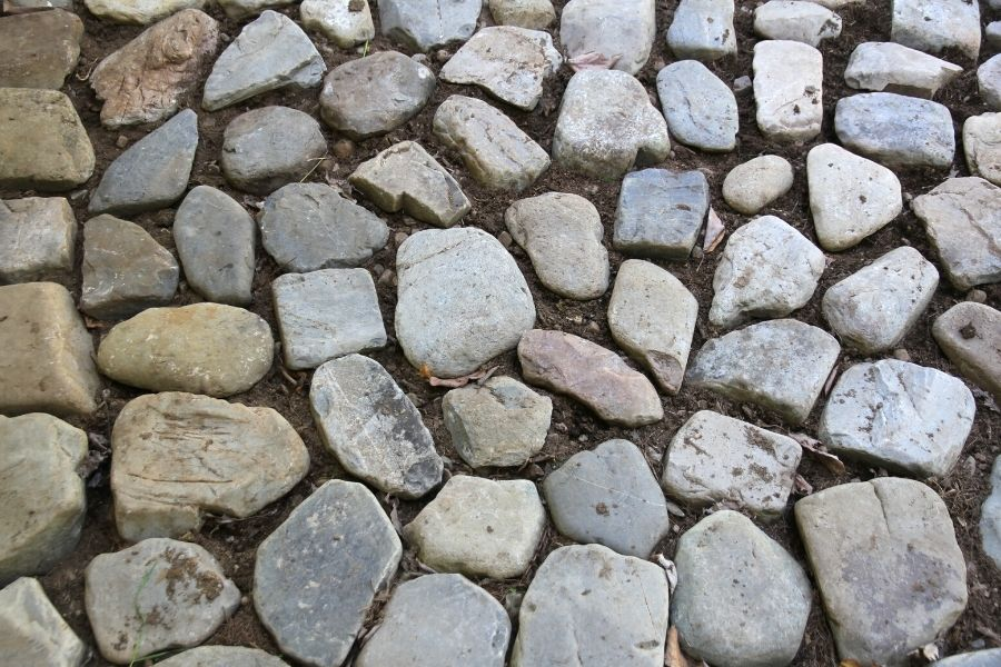 How to Lay a River Rock Patio